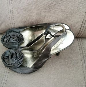 Guess. Satin shoes.